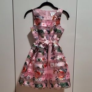 GIRLS FLORAL DRESS.